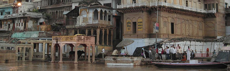 """""""Among the living dead"""". Un réquiem en las aguas del Ganges"""